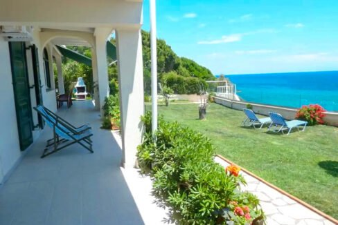 Seafront House in Corfu for sale. Corfu Properties 15