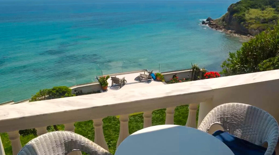 Seafront House in Corfu for sale. Corfu Properties 18