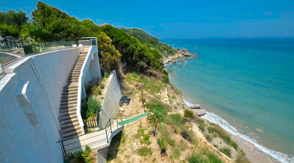 Seafront House in Corfu for sale. Corfu Properties 29