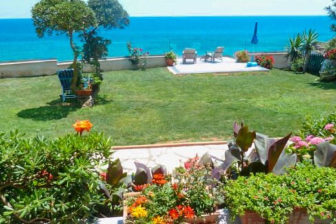 Seafront House in Corfu for sale. Corfu Properties 37
