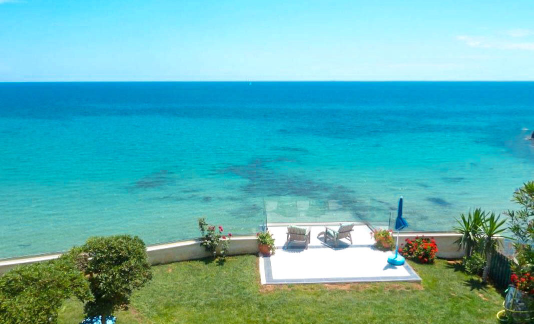 Seafront House in Corfu for sale. Corfu Properties 42