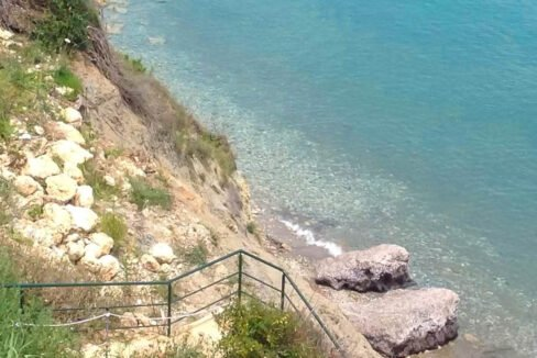 Seafront House in Corfu for sale. Corfu Properties 8