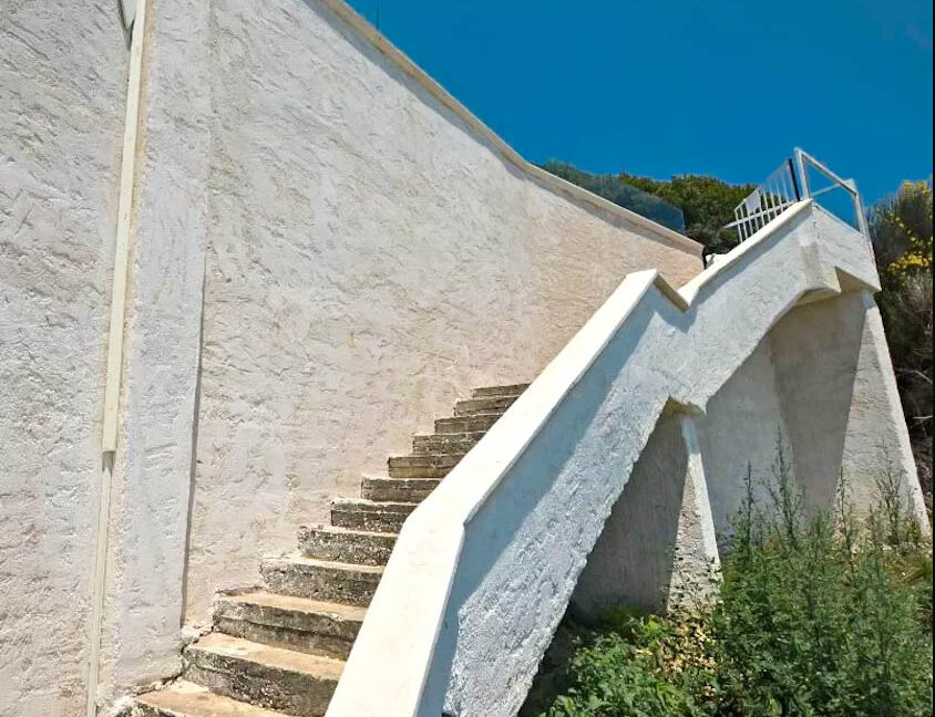 Seafront House in Corfu for sale. Corfu Properties 9