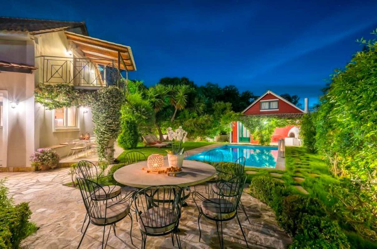 Luxury villa with pool in Zakynthos