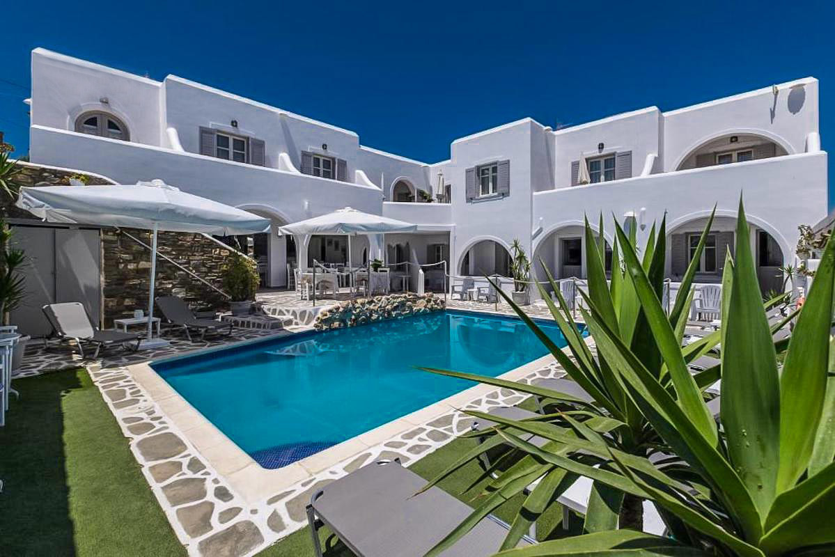 Hotel for sale with 13 Rooms in Naousa Paros
