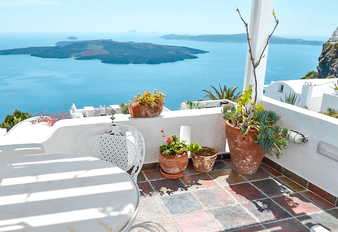 Property Caldera Santorini of 4 Apartments – Houses