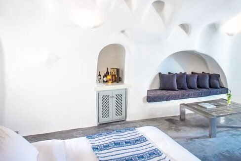 Luxury Caldera Suite Oia Santorini Greece for sale. Santorini Properties 5