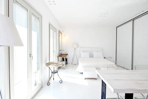 Studio With Roof Terrace In The Heart of Parikia Paros, Apartment with Sea view Paros Greece for Sale 1
