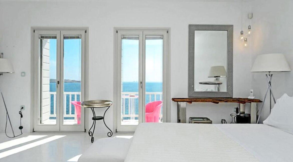 Studio With Roof Terrace In The Heart of Parikia Paros, Apartment with Sea view Paros Greece for Sale 11