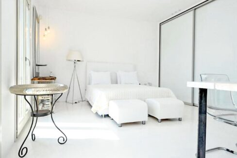 Studio With Roof Terrace In The Heart of Parikia Paros, Apartment with Sea view Paros Greece for Sale 12