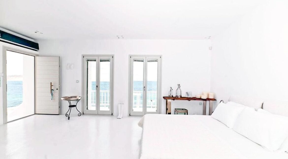 Studio With Roof Terrace In The Heart of Parikia Paros, Apartment with Sea view Paros Greece for Sale 15
