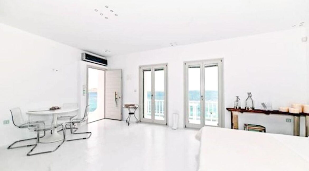 Studio With Roof Terrace In The Heart of Parikia Paros, Apartment with Sea view Paros Greece for Sale 16