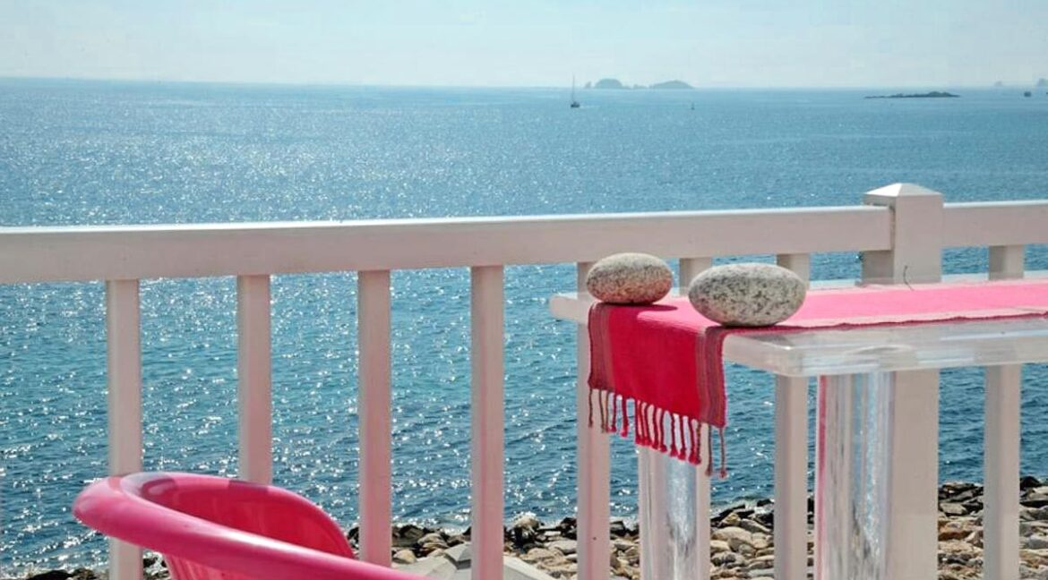 Studio With Roof Terrace In The Heart of Parikia Paros, Apartment with Sea view Paros Greece for Sale 20
