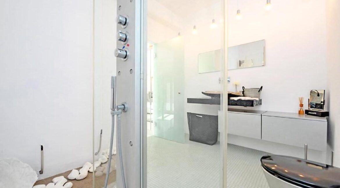 Studio With Roof Terrace In The Heart of Parikia Paros, Apartment with Sea view Paros Greece for Sale 8