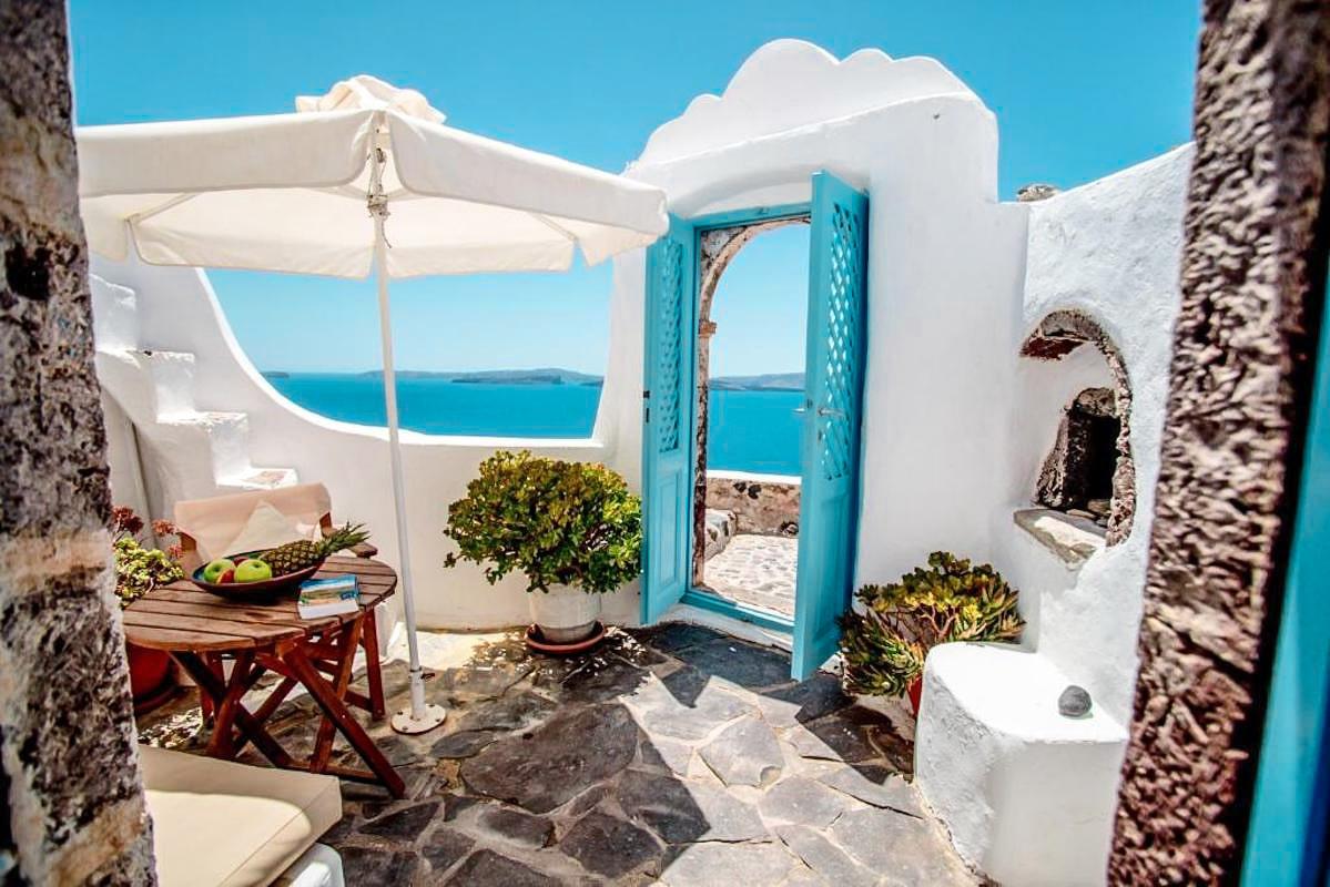 3 Houses for sale at Caldera of Oia Santorini