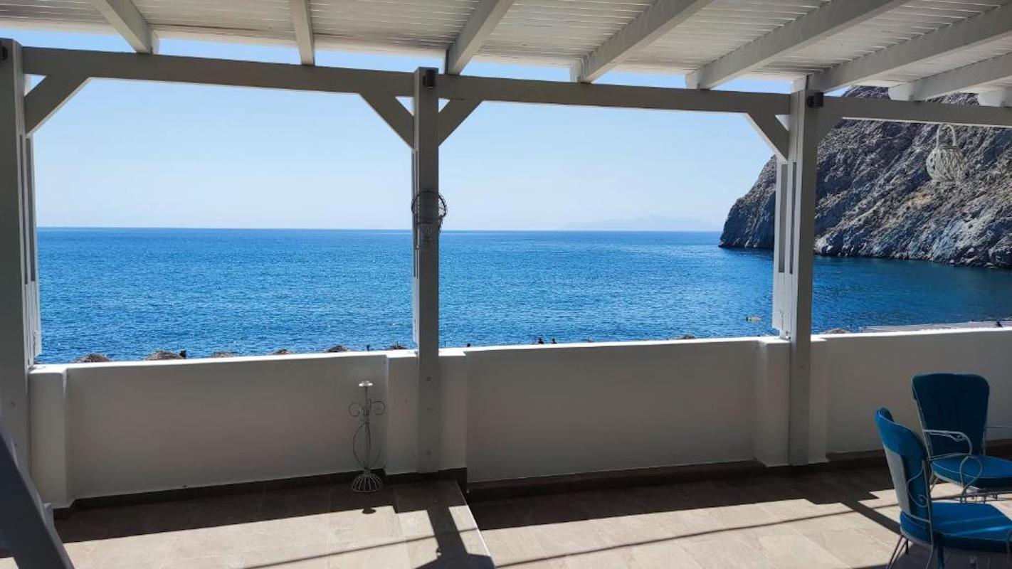 Seafront House – Apartment for Sale in Santorini